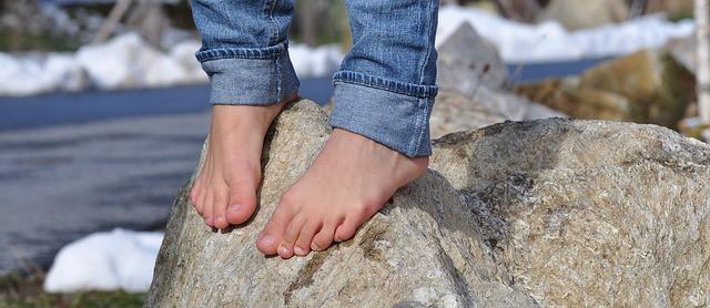 barefoot-504140_640